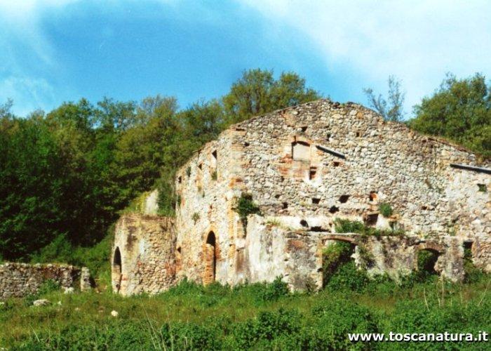 I ruderi di castelvecchio scheda itinerario trekking - Partenza da calata porta di massa ...